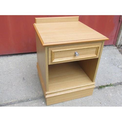 Bedside tables light oak - Table de chevet chene clair ...